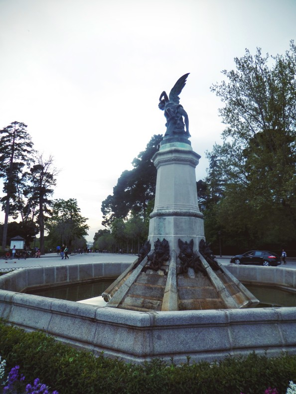 Statue of Lucifer is most alluring to middle aged men on rollerskates - if the park is anything to go by...
