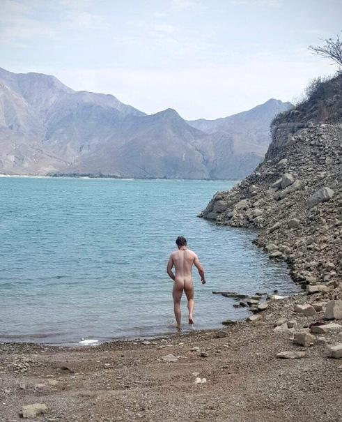 Skinny dipping in Lake Tembladera